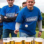 Bierpingpong_Tischtennisball in Becher und austrinken